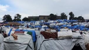 Dans ces tentes de fortune vivent plus de 9636 personnes ayant fui le conflit inter communautaire de Djudu en Ituri.