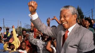 Nelson Mandela aurait eu cent ans le 18 juillet. Le premier président noir d'Afrique du Sud a combattu l'apartheid au prix de 27 années de sa vie passées en prison.