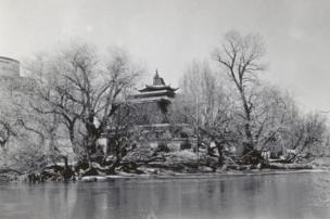 Lukhang Temple with Potala Palace on left hand side. Frederick Spencer Chapman. (c) Pitt Rivers Museum, University of Oxford