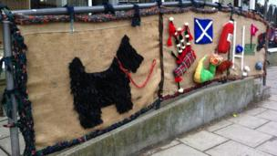 Scottie dog yarn bomb