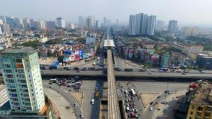 Nhà ga Nguyễn Xiển, nút giao thông đường Nguyễn Trãi