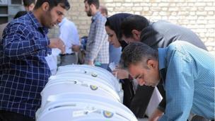 انتخابات ریاست جمهوری و شورای شهر لرستان با رایانه