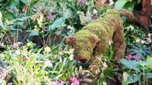 Animal hecho de plantas en el festival de orquídeas