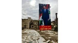 Sebuah poster raksasa tentang kemenangan Presiden Bashar al-Assad di gerbang masuk reruntuhan Masjid Umayyah