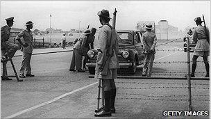 Sri Lanka roadblock in 1958