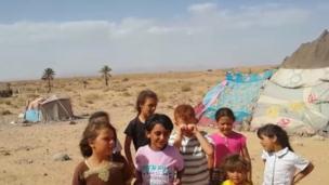 أطفال من العالقين السوريين