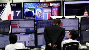 A medida que se anunciaban los resultados, la bolsa de valores japonesa mostró fuertes caídas.