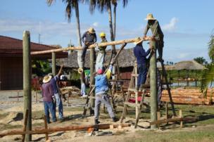 People build a cafe in Cuba