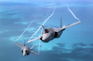 Dos aviones F-35B volando sobre el mar