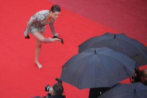 Kristin Stewart takes off her Christian Louboutin heels on the Cannes Film Festival Red Carpet