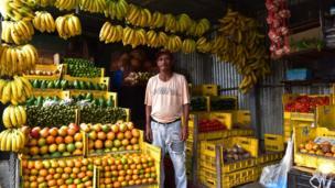 """""""El señor Juan muy amable nos atendió y nos dejó fotografiar su mercado de frutas"""", nos contó Andreina Boada. La imagen fue tomada en El Hatillo Caracas, Venezuela."""