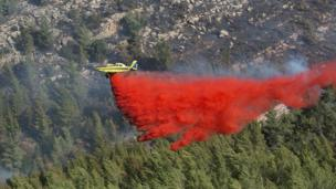 An Israeli fire fighter plane helps extinguish a blaze in the Jerusalem mountains near Kibbutz Neve Ilan, north-west of Jerusalem, on November 24, 2016