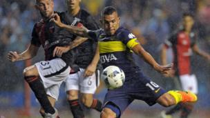 Carlos Tevez playing for Boca Juniors