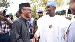 Gwamnan jihar Kaduna Nasir el-Rufai yayin da kai wa Ministan Abuja Muhammad Musa Bello ziyara a ofishinsa a Abuja ranar Alhamis