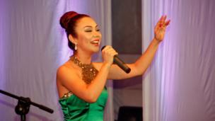 تهمینه نیازاوا، خواننده تاجیک
