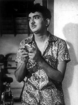 அங்கத எழுத்துகளுக்காகவும் அரசியல் விமர்சனங்களுக்காகவும் மிகவும் அறியப்பட்ட சோ, 1970ஆம் ஆண்டில் துக்ளக் வார இதழை துவங்கினார்.