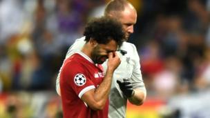 محمد صلاح بعد إصابته في مباراة نهائي أبطال أوروبا أمام ريال مدريد