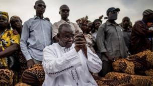 Les gambiens étaient appelés aux urnes jeudi 1er décembre pour élire leur prochain président. Trois candidats étaient en lice, dont le chef de l'Etat sortant, Yahya Jammeh et Adama Barrow (en photo).