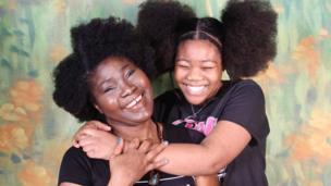 Les cheveux, un symbole de fierté. BBC Afrique revient sur l'histoire de six femmes qui portent leurs cheveux naturels.
