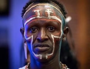 شخص من مجموعة المولو العرقية في كينيا