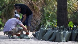 People shovel sand into sandbags in Fort Lauderdale