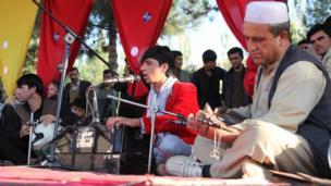 هنرمندان محلی سهم فعالی در جشنواره داشتند