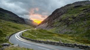 """Rhys Beddoe captured the """"awesome"""" sunset down the Llanberis pass"""