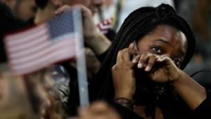 أحد أنصار كلينتون تبكي