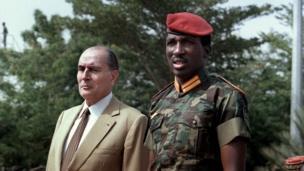 Thomas Sankara voulait affranchir le Burkina Faso de la tutelle de l'occident notamment de l'ancien colonisateur, la France avec qui il voulait renégocier les accords de coopérations. Son clash d'anthologie avec le président français de l'époque, François Mittérand, est resté dans les annales.