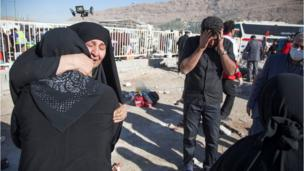 People react following an earthquake in Sarpol-e Zahab county in Kermanshah, Iran November 13, 2017 Dubartoonni wayita bo'an, Saarpol-e Zahaabitti. Sadaasa 13, 2017