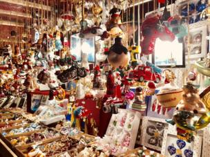 Stall with Christmas decorations