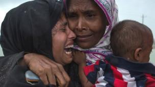 Les Rohingyas, minorité musulmane en Birmanie, quittent le pays par dizaines de milliers pour se rendre au Bangladesh. Leur situation suscite des réactions de différents pays du monde.