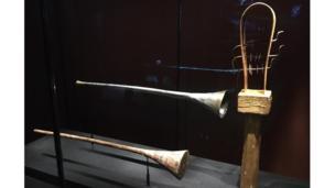 أدوات موسيقية عُثر عليها في المقبرة