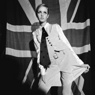 Twiggy, Woman's Mirror, 27 August 1966.