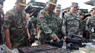 Các tướng tá Campuchia và Trung Quốc tại cuộc tập trận chung 'Rồng Vàng' cuối tháng 12/2016