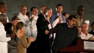 نیکولاس مادورو، رئیس جمهور ونزوئلا در مراسم ادای احترام به فیدل کاسترو در میدان انقلاب در هاوانا، کوبا