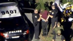 Un hombre es detenido por la policía