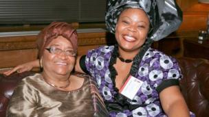 En 2011, l'ancienne présidente libérienne Ellen Johnson Sirleaf et sa compatriote Leymah Gbowee, militantes pour le droit des femmes reçoivent le Prix Nobel de la Paix.