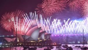 Sydney'de 2019'a girilirken 8,5 ton havai fişek kullanılmış, gösterileri 1,6 milyondan fazla kişi yerinde izlemişti. Son kutlamayla ilgili verilerse henüz açıklanmadı.