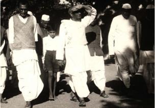 1948માં આણંદમાં લેવાયેલી તસવીર.