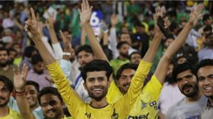 لاہور میں کھیلے گئے پہلے الیمنیٹر میں پشاور نے ایک انتہائی سنسی خیز مقابلے کے بعد کوئٹہ کو شکست دے دی ہے۔