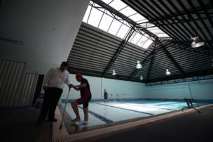 กิจกรรมธาราบำบัด สำหรับผู้สูงอายุ ที่ศูนย์บริการผู้สูงอายุดินแดง กรุงเทพฯ
