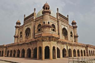 ऐतिहासिक ईमारतों की तस्वीरें उतारने से इतिहास जानने की इच्छा बढ़ती है