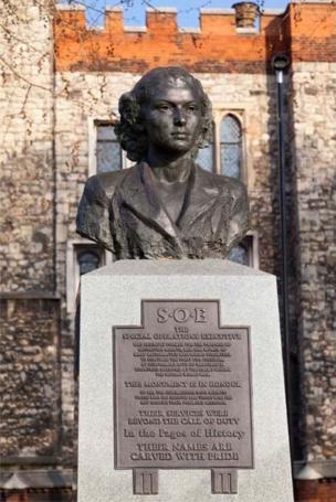Памятник Виолетте Шабо и всем разведчицам УСО в Лондоне