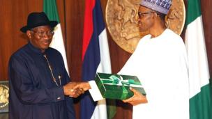 Goodluck Jonathan n gbe akoso ijọba le Muhammadu Buhari lọwọ