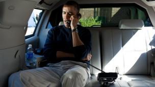 بارک اوباما در تماس تلفنی با حامد کرزی