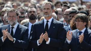 Spanish Prime Minister Mariano Rajoy, Spain's King Felipe VI, and the President of Catalonia Carles Puigdemont all applauding the minutes silence.