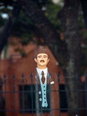 Figura del doctor Hernández.