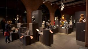 Head to Head at the Scottish National Portrait Gallery in Queen Street showcases portrait sculpture from across the National Galleries of Scotland. A spectacular selection of sculpted heads and figures, from ancient to modern and executed in a wide range of media, are on display.