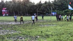 বৃষ্টিতে ফুটবল